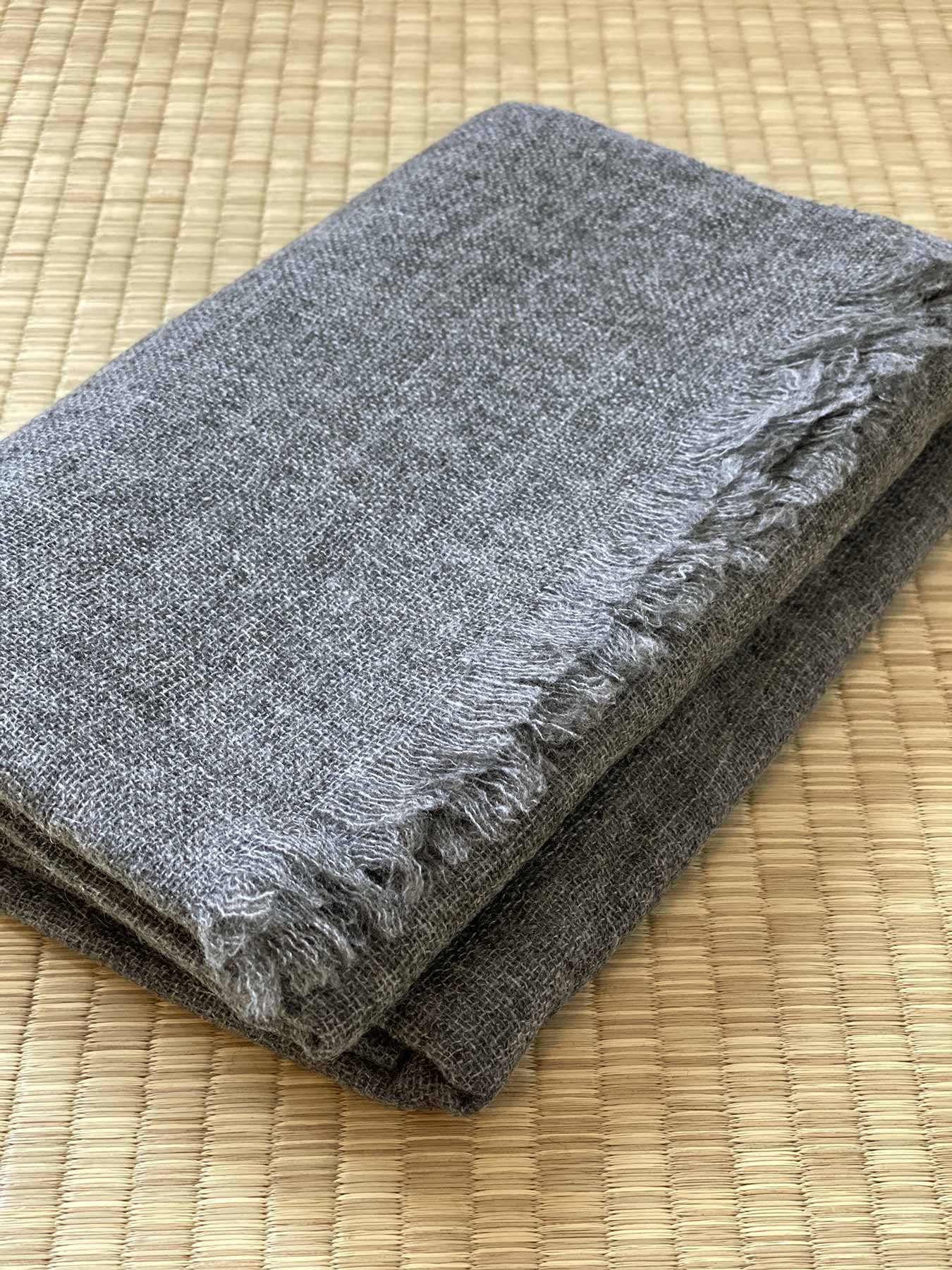 Airy Cashmere Shawl Charcoal 2