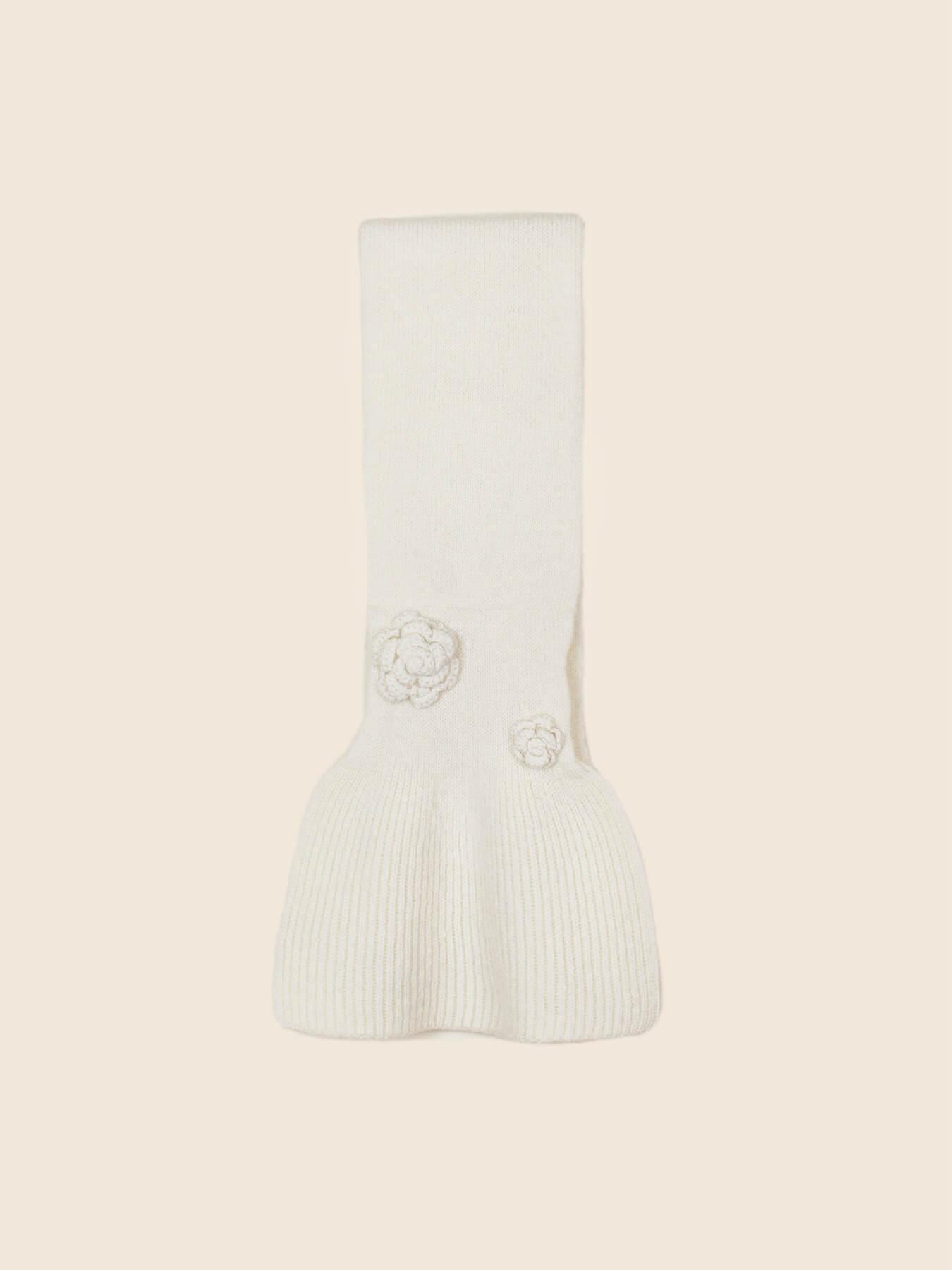 Keyhole Cashmere Scarf White Rose 3