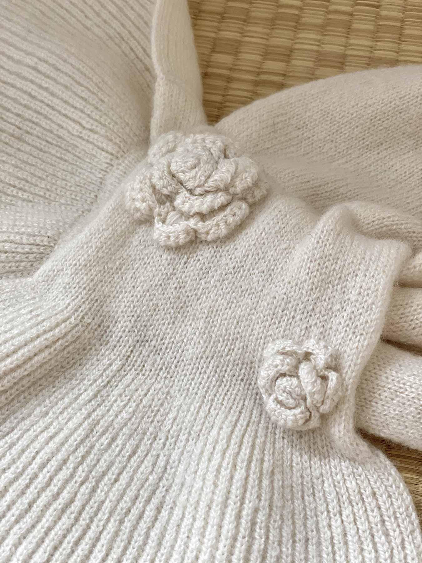 Keyhole Cashmere Scarf White Rose 4