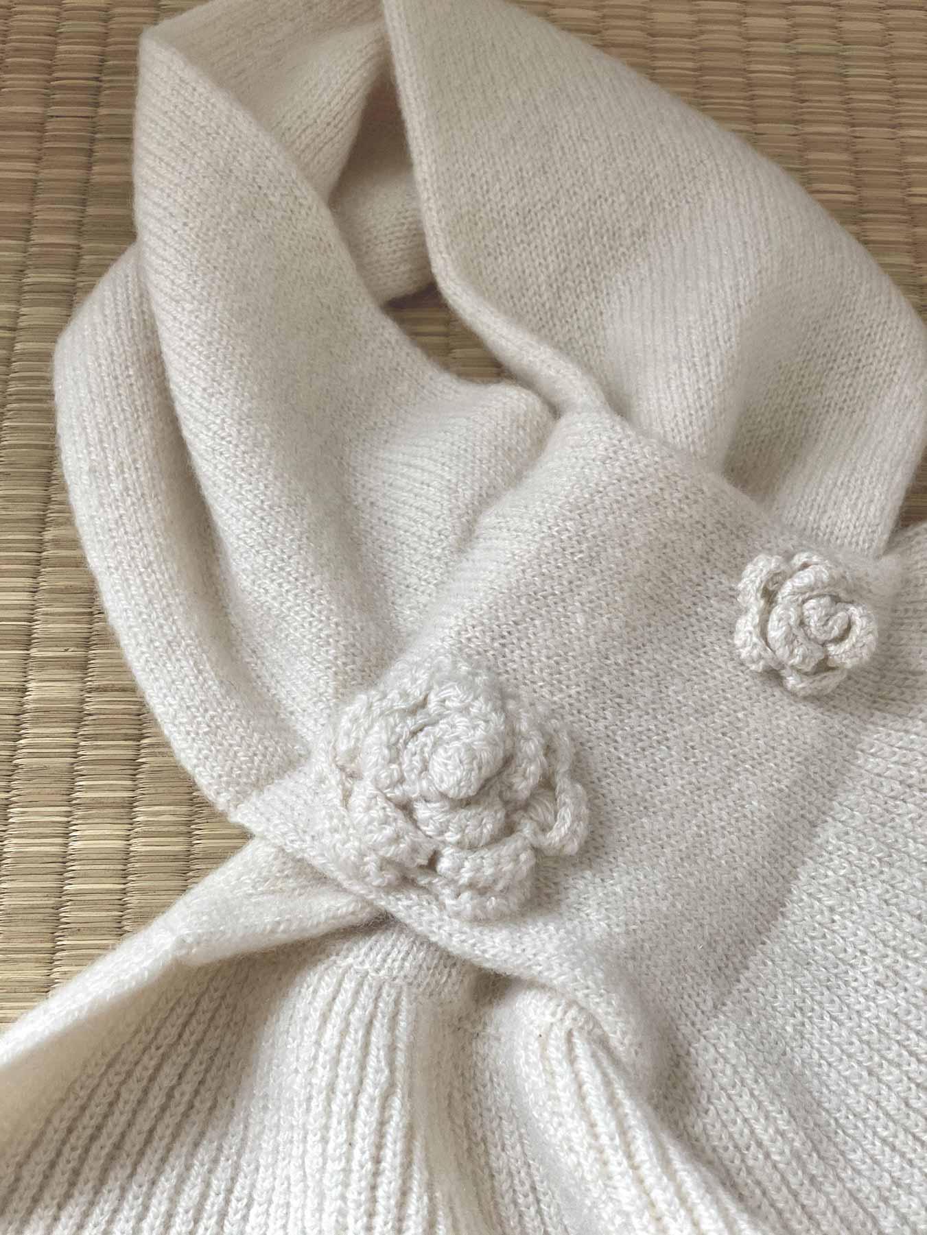 Keyhole Cashmere Scarf White Rose 5