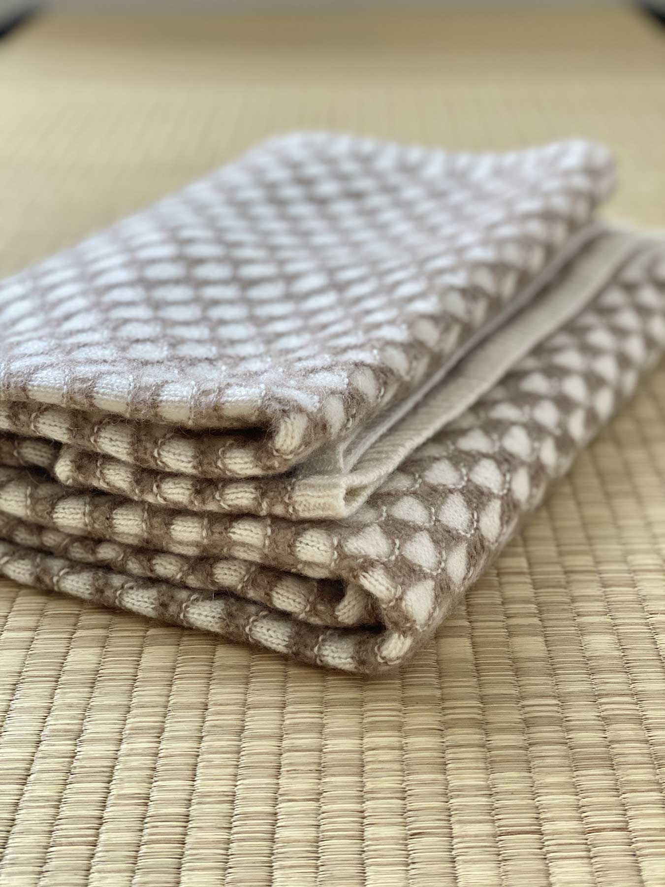 Two-Tone Lattice Knitted Cashmere Wrap 5