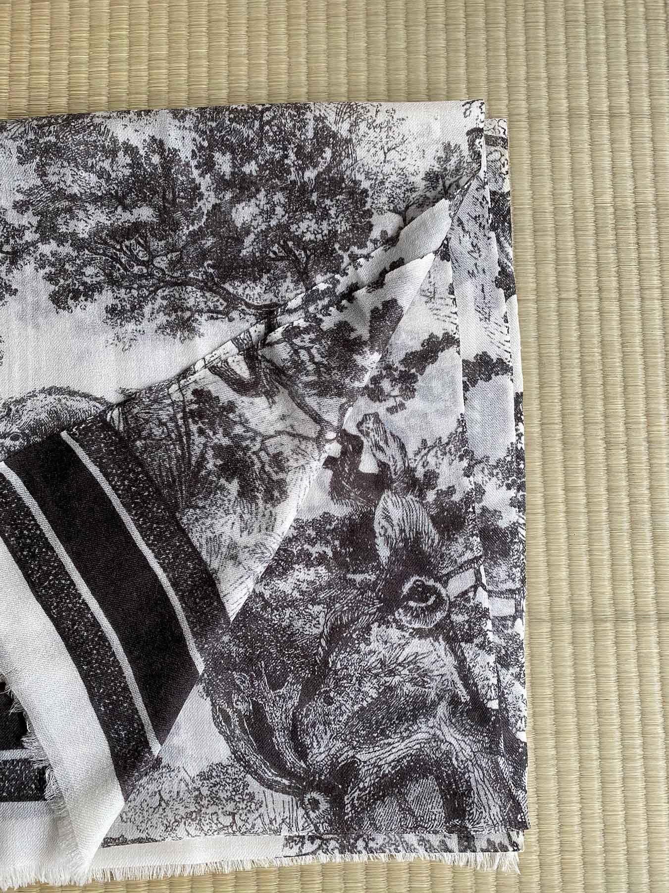Savanna Prints Cashmere Scarf Black 5