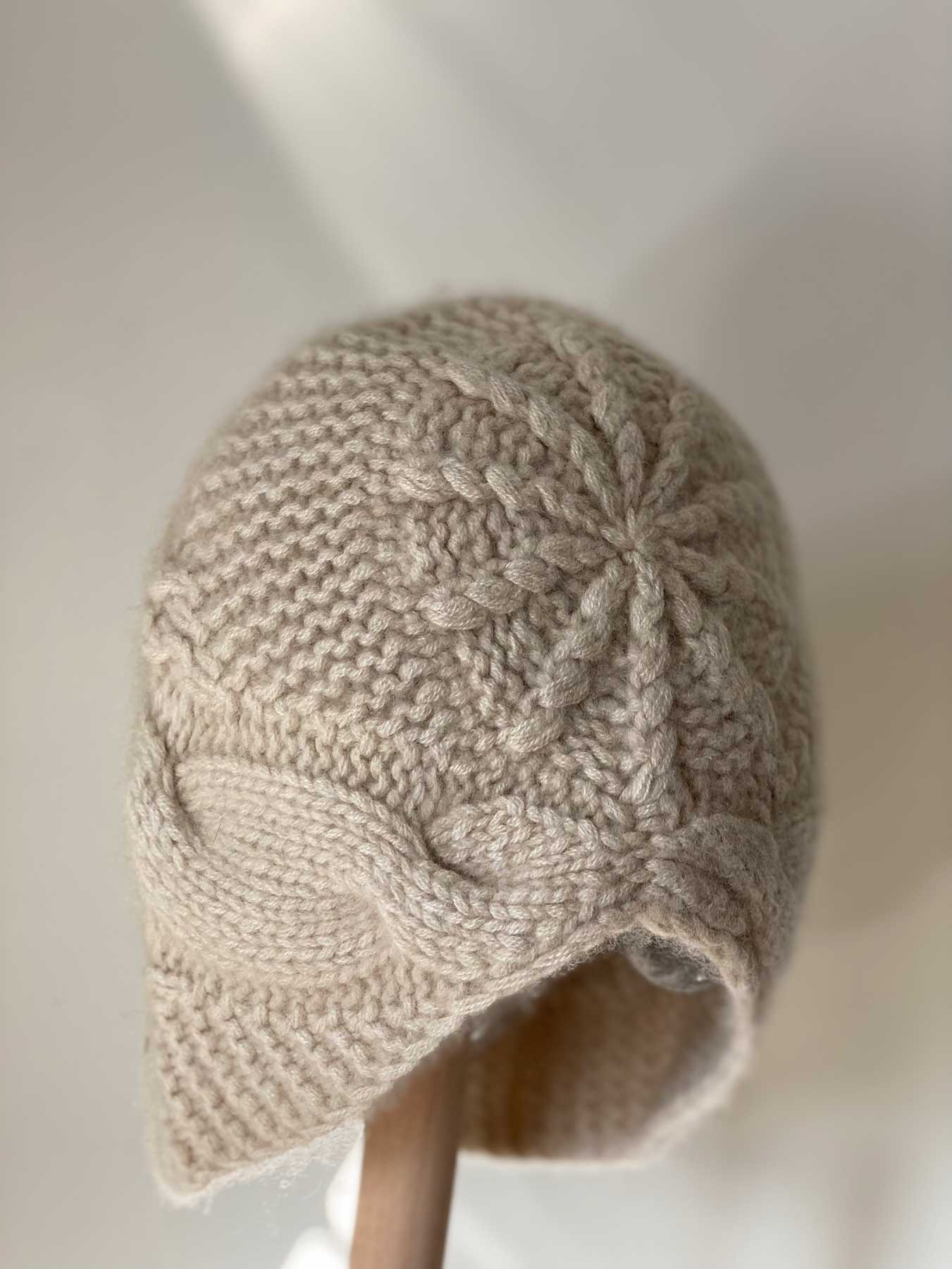 Knitted Cashmere Hat Off White 2