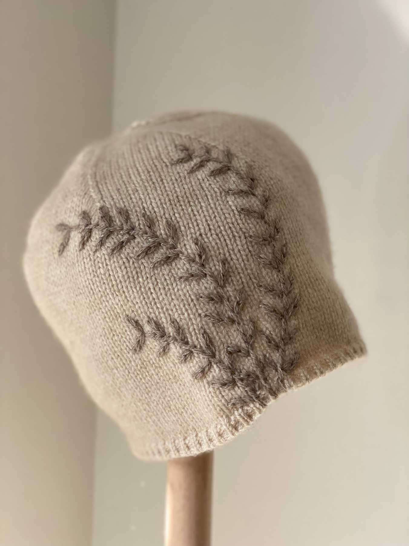 Leaf Cashmere Hat Beige 3
