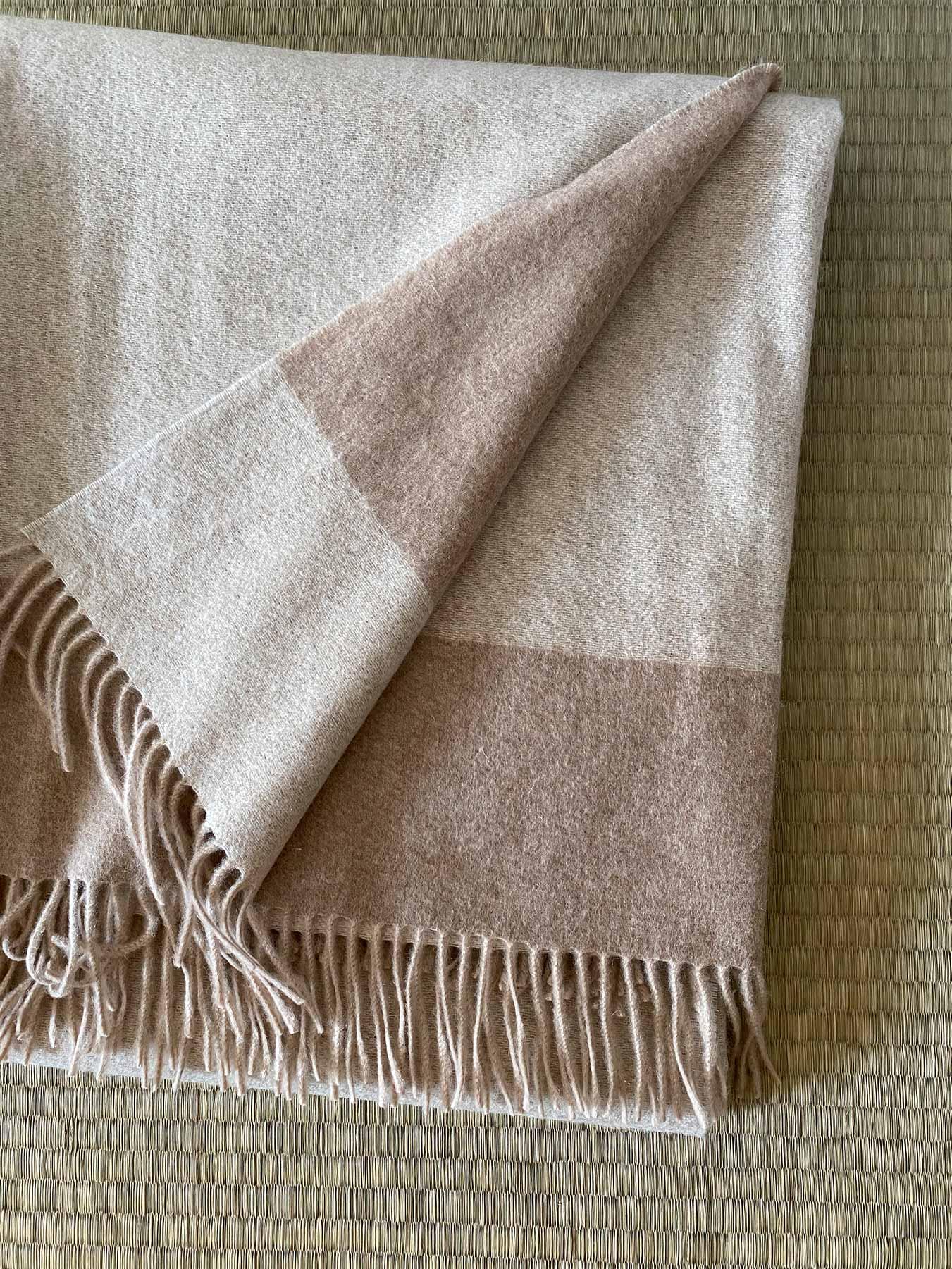Luxury Cashmere Blanket Beige 1