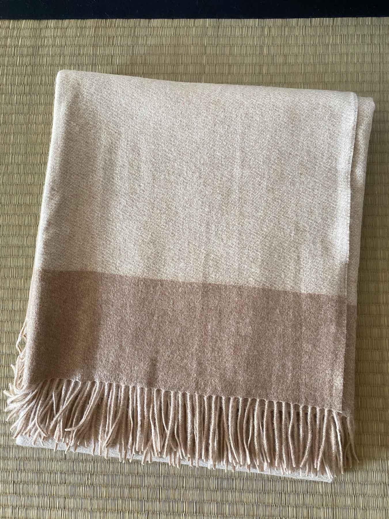 Luxury Cashmere Blanket Beige 2